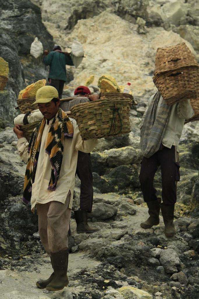 Para Penambang Sulfur