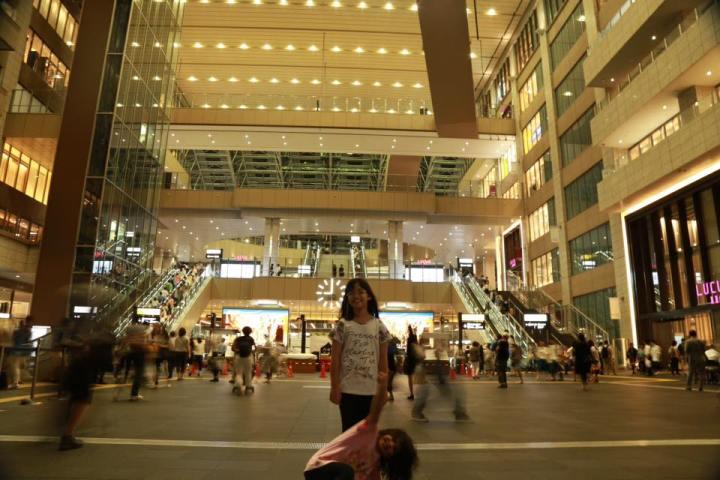 Stasiun terbesar di Osaka
