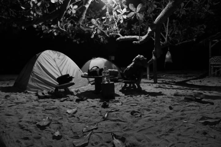 Tiba di Goa Langir jam 12 malam. Hanya kami yang camping malam itu.