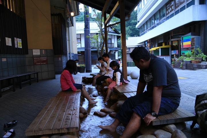 Merendam kaki di Arima Onsen