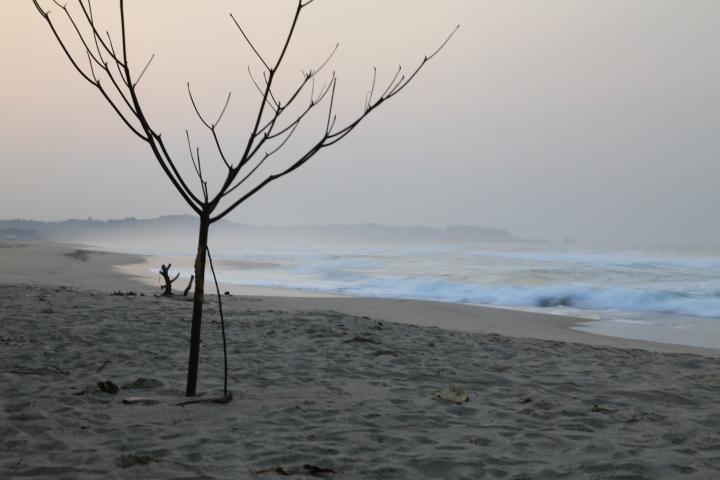 Pemandangan pagi di Goa Langir