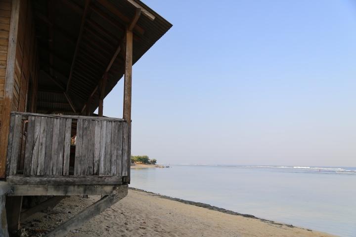 Pantai di depan Pondok Hexa