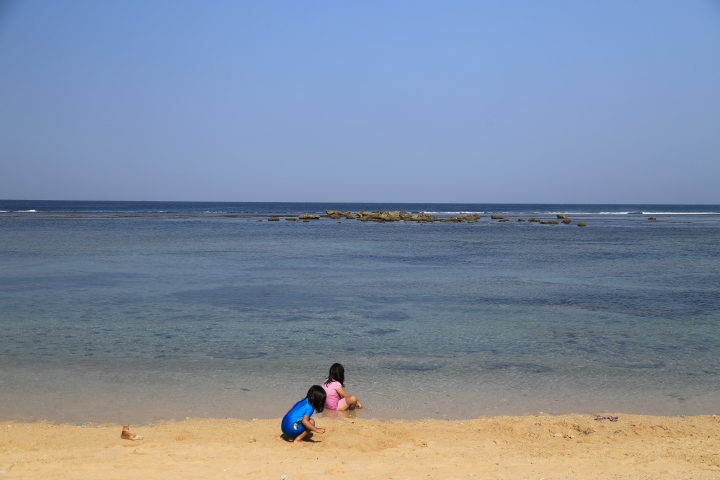 Pantai depan Pondok Hexa